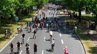 Ein utopisches Bild? Mit Straßen kann man an autofreien Tagen viel Sinnvolles anfangen.