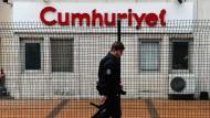 """Die """"Cumhuriyet"""" wird von der türkischen Regierung und Justiz seit langem bekämpft. Nun könnte ihr Widerstand von innen heraus gebrochen werden."""