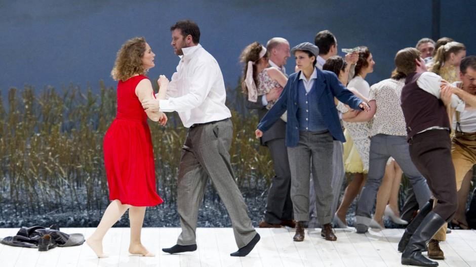 Der Kampf der Liebe: Michaela Kaune als Jenůfa und Joseph Kaiser als Steva an der Deutschen Oper Berlin