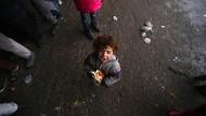 Dieses Kind ist mit seiner Familie aus den Rebellengebieten geflohen und wohnt nun in einer Unterkunft im Osten Aleppos.