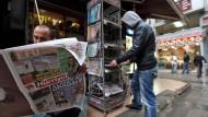 Türkische Zeitungen an einem Stand in Istanbul.