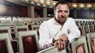 Christian Gerhaher im Münchner Nationaltheater: In unmittelbarer Nachbarschaft, im Apothekenhof der Residenz, stellt er sich den neuen Konzertsaal vor. Aus dem Stadtschloss der Wittelsbacher würde ein Louvre der darstellenden Künste.