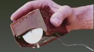 Aus einer Welt vor unserer Zeit: Die Hand von Douglas C. Engelbart mit seiner Maus.