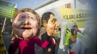 Politischer Protest mit den stilistischen Mitteln des Kölner Karnevals: Umweltgruppen demonstrieren im November gegen Kohleabbau und Kohlekraftwerke.
