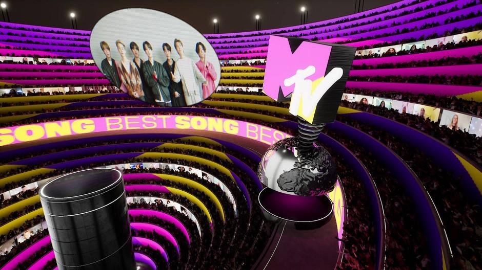 Die Europe Music Awards wurden an verschiedenen Orten auf der ganzen Welt gefilmt und äußerst bunt virtuell zusammengeführt.