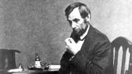 Präsident im Krieg und trauernder Vater: Abraham Lincoln in einer Fotografie von 1862, dem Jahr, in dem sein elfjähriger Sohn Willie an Typhus starb.