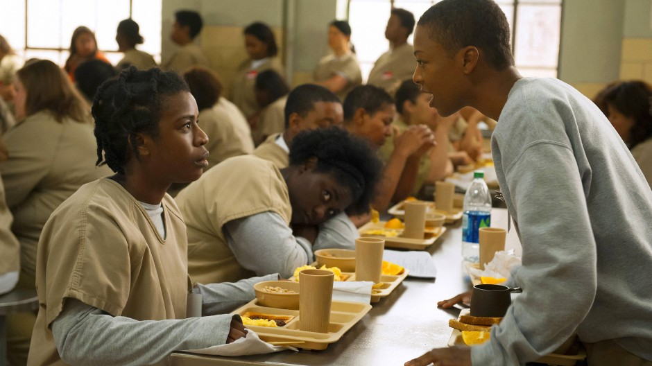 Populäre Erzählung aus einem Frauengefängnis: Uzo Aduba (links) and Samira Wiley in der Netflix-Serie Orange is the New Black