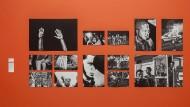 """Bilder in einer Ausstellung: Wand mit Arbeiten von Philip Montgomery in der Ausstellung """"Visual Leaders"""" in den Hamburger Deichtorhallen. Montgomery wurde in der Kategorie Reportagefotografie ausgezeichnet."""