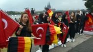 Vor Beginn einer Kundgebung von Erdogan-Anhängern Ende Juli in Köln