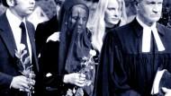 Auf der Beerdigung Jürgen Pontos: Witwe Ignes mit den Kindern Stefan und Corinna