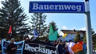 Dorfbeschimpfung ist auch keine Lösung: Antifa-Gruppen demonstrieren in Bornhagen, dem Wohnort Björn Höckes