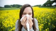 Gesundheit! Gerade in der Natur haben viele mit Allergien zu kämpfen.