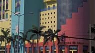 """Seit der Gründung der """"Art Basel Miami Beach"""" im Jahr 2002 beflügeln zahllose """"High-End-Sammler"""" Hotels, Restaurants und Geschäfte der Stadt."""