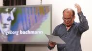 Mit großen Gesten auf dem Weg zum Schreiben: Peter Wawerzinek hält die Klagenfurter Rede zur Literatur.