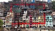 Die Quadratur des Verschleißes: Der Künstler Amrit Karki hat Häuser im Stadtviertel Kirtiput mit einem roten Rahmen übermalt.