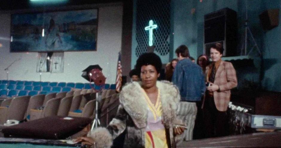 """Aretha Franklin in der Missionary Baptist Church in Watts im Süden von Los Angeles vor Beginn der Live-Aufnahme von """"Amazing Grace"""""""