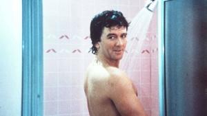 Da stand er und duschte