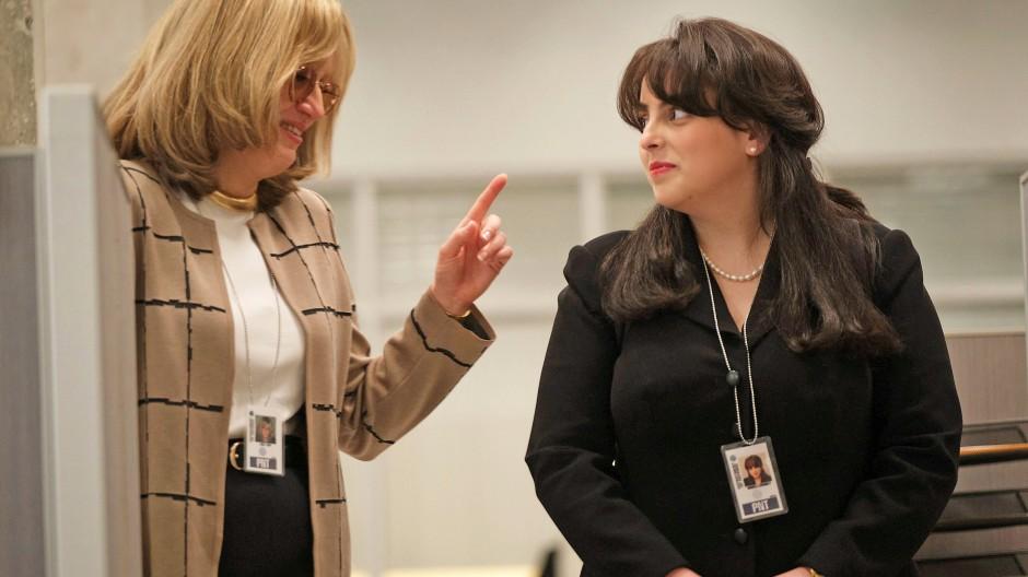 Haben was zu beraten: Sarah Paulson als Linda Tripp (links), Beanie Feldstein als Monica Lewinsky