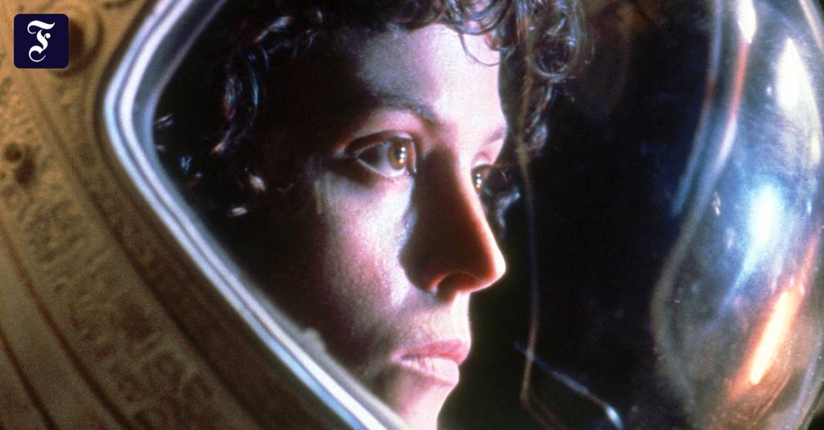 Elegantes Glas nascht Feuer: Sigourney Weaver zum Siebzigsten