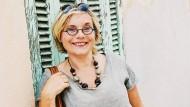 Manchmal braucht es zwei Lebenskrisen, bis alles im Lot ist: Die Autorin Christine Cazon, die in Wirklichkeit anders heißt.