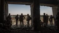 """Soldaten der irakischen Armee versuchen, die Stadt Mossul vom """"Islamischen Staat"""" zurückzuerobern."""