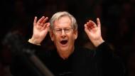 In handverlesen kleiner Besetzung: John Eliot Gardiner dirigiert den Monteverdi Choir und die English Baroque Soloists in der New Yorker Carnegie Hall.