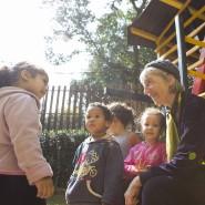 Erst zogen Kinder aus der Favela zu ihr, dann zog sie dorthin: Ute Craemer kämpft erfolgreich dafür, die Lebensbedingungen in Monte Azul zu verbessern.