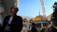 Muss der Islam reformiert werden? In den Moscheen wird nach Ourghi eine Pädagogik der Unterwerfung gepredigt.