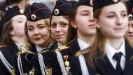 Polizistinnen in Russland: Ein Job, in dem man leicht seine Gesundheit und Familie zerstört und selber im Gefängnis landet.