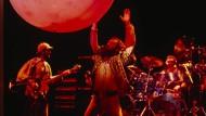 """""""Hier war alles lauter, größer, greller und mit mehr Speed"""": Die britische Rockgruppe Jethro Tull bei einem Auftritt in den frühen achtziger Jahren."""