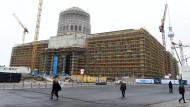 Die Politik erwartet viel von der künftigen Arbeit in diesem Bau: Berliner Schloss-Baustelle am 22. November.