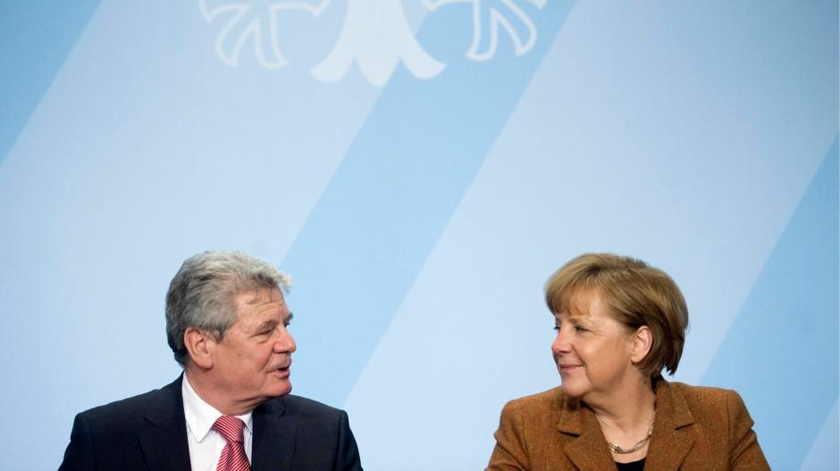 Verunsicherungsübung trifft Normalitätsrhetorik: Joachim Gauck und Angela Merkel