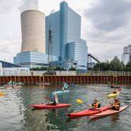 Mitte August: Klimaaktivisten protestieren auf dem Dortmund-Ems Kanal vor dem Steinkohlekraftwerk Datteln 4.