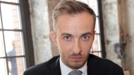 Jan Böhmermann: Wird er zum Augenblicke sagen: Verweile doch, die Pointe sitzt?