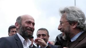 """Türkische Justiz spricht """"Cumhuriyet""""-Journalisten frei"""