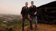 Auf gefährlicher Mission, auf sämtlichen Kontinenten: die Reporter-Brüder Dennis (links) und Patrick Weinert in Kutupalong, Bangladesch, Oktober 2017