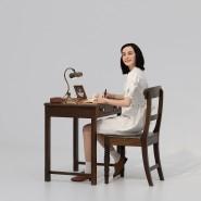 """Im Wachsfigurenhaus wartet Anne Frank auf Besucher: Simon Fujiwaras Installation """"Likeness"""" spielt mit der Sehnsucht der Gegenwart nach Geschichte zum Anfassen."""