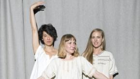 """Die Herausgeberinnen von """"Women in Clothes"""" im kleinen Weißen: (von links) Leanne Shapton, Sheila Heti und Heidi Julavits"""