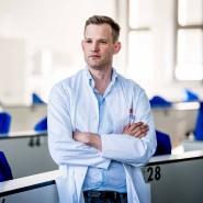 Hendrik Streeck ist Direktor des Institutes für Virologie und HIV-Forschung an der Medizinischen Fakultät der Universität Bonn.