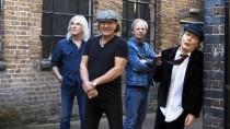 Wer ist hier der böse Onkel? Cliff Williams, Brian Johnson, Stevie Young und Angus Young sind gerade AC/DC.