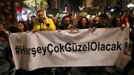 #AllesWirdSehrGut: der Wahlslogan von Ekrem Imamoglu, dem Gewinner von Istanbul, dessen Wahl annulliert wurde, ist zum Begriff geworden.