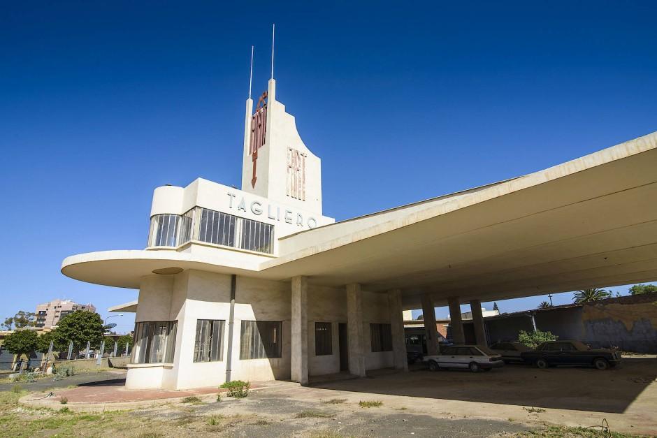 Und dann hielt das Dach doch: Das Fiat Tagliero-Gebäude in Asmara, Eritrea, gebaut von Giuseppe Pettazzi.