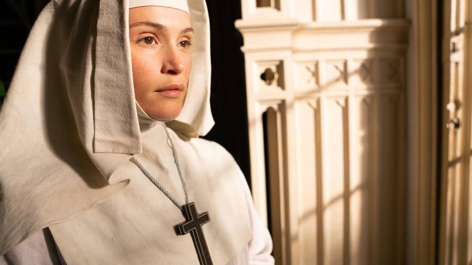 Sehnsucht im Blick: Gemma Arterton als Schwester Clodagh