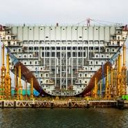Dieser Triple-E-Frachtschiffriese der Reederei Mærsk unterwirft sich mit seinem stufenweisen Aufbau der Maßgabe, 18 000 Containern Platz zu bieten.