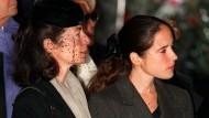 Anne Pingeot (l.) mit ihrer und Mitterands Tochter Mazarine beim Staatsbegräbnis ihres Geliebten