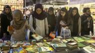 Es gibt viel Auswahl, aber ganz frei sind die Gedanken im Libanon leider nicht: Blick auf die arabische Buchmesse in Beirut vom vergangenen Winter.