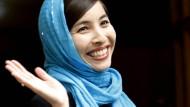 Roxana Saberi am Tag nach ihrer Entlassung aus dem Gefängnis vor ihrem Haus in Teheran