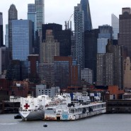 """Das medizinische Schiff """"Comfort"""" am Pier 90 in Manhattan"""