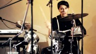 Ein Ausnahmeschlagzeuger: Jonny König übersetzt Stoibers Großstadtlyrik in Beats