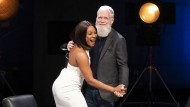 "Tiffany Haddish tanzt mit Letterman in seiner Show ""My Next Guest Needs No Introduction"""